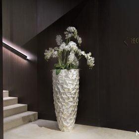 posude-za-cvijece-od-skoljaka-visoke
