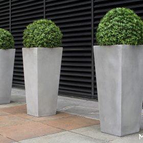 posude-za-cvijece-plasticne-betonske-visoke-kvadratne