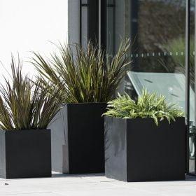 vasi-giardino-neri-cubo